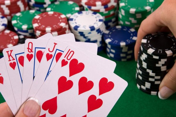 ギャンブルは経済にどのように貢献しましたか?