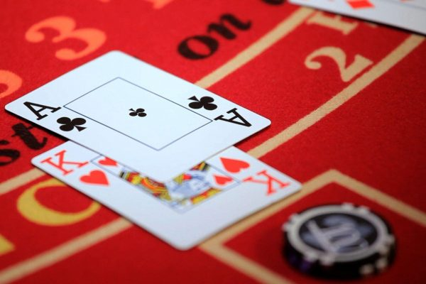 カジノブラックジャックをプレイする方法は?