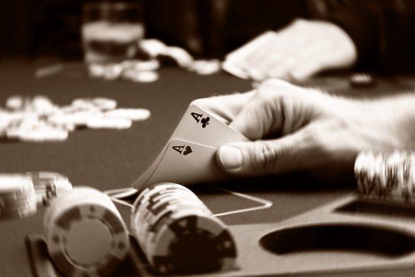 レトロな雰囲気を演出するポーカーゲーム